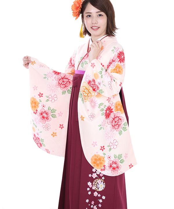 卒業式袴レンタル 薄ピンクに鹿の子牡丹着物×ワイン色刺繍袴